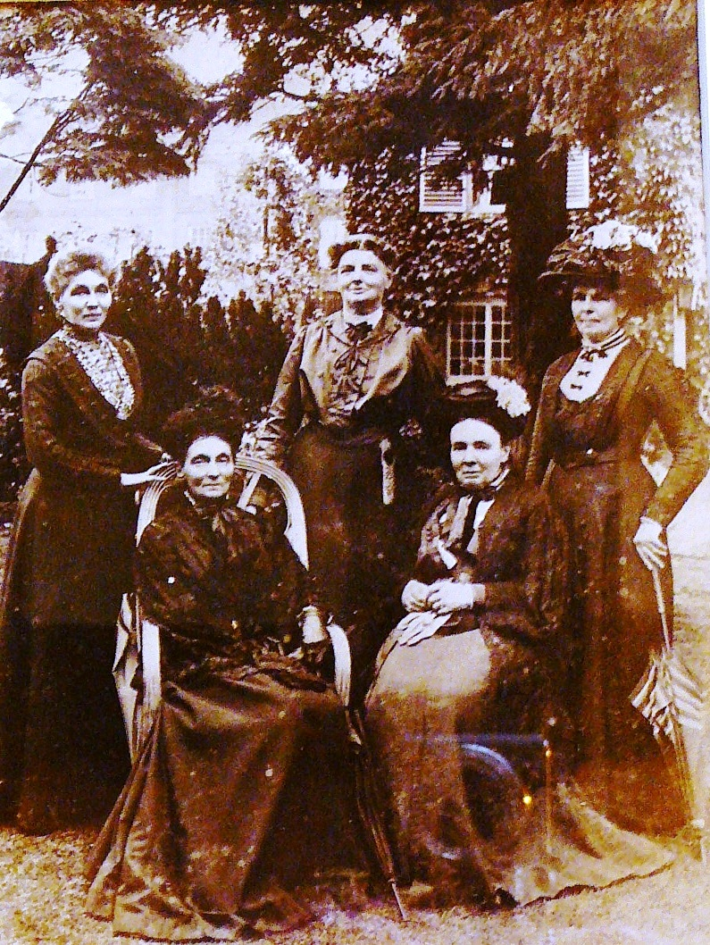 The Five Aunts at 'Graylings' ca. 1913