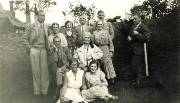 Thomas family at 'Zimapan', 168 Upper London Rd, Holhyhead, ca. 1933