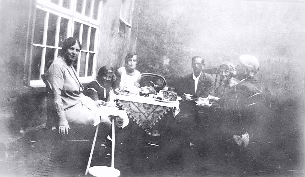 Thomas's Tea Party at Zimapan, Sep 1928
